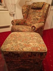 Gobelin Sessel mit Hocker ist