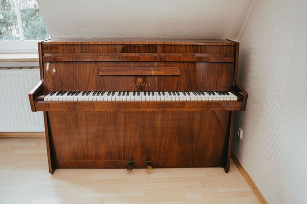 Schönes Klavier V Berdux in