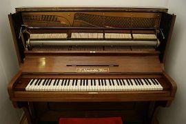 Nemetschke Piano 137cm: Kleinanzeigen aus Frankfurt Bornheim - Rubrik Tasteninstrumente
