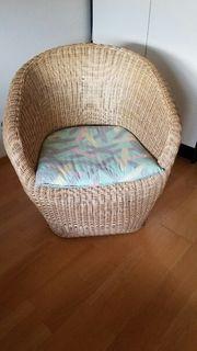 Korbstuhl mit Sitzkissen