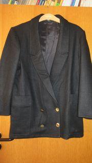schwarze Jacke im Blazerstil Gr