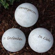 Grabkugeln mit Inschrift und Stecker