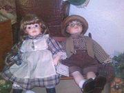 Puppenpaar mit Gartenbank