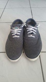 Stylischer Stoff Sneaker