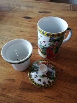 2 Teetassen mit Porzellan Filter mit chinesischen Muster