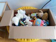 babyspielzeug und Kuscheltiere