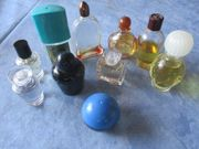 10 Miniaturparfumfläschchen