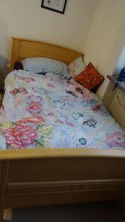 Seniorenbett mit elektrisch verstellbarem Lattenrost