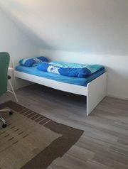 Neuwertiges Bett in weiß