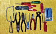 Werkzeuge Zangen Seitenschneider Schraubendreher Säge