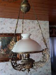 Ältere Petroleumlampe neu getrimmt