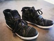 schwarzer halbhoher Sneaker von Superfit