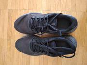 Nike-Sportschuhe schwarz