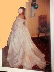 Brautkleid Hochzeitskleid mit einem Unterrock