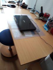 Stabiler Büro-Schreibtisch mit Kabelleiste Buchenholzoptik