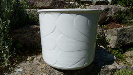 3 große weiße Keramik Blumentöpfe: Kleinanzeigen aus Pyrbaum - Rubrik Sonstiges für den Garten, Balkon, Terrasse