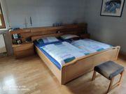 Doppelbett aus Massivholz mit Lattenrost