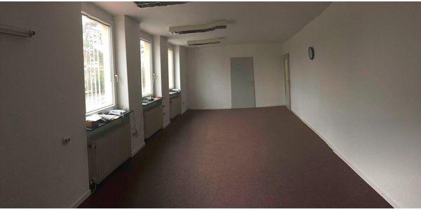 Bürogebäude 200m² mit Lagerhalle 420m²