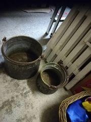Alter Hocker alte Kupfergefäße usw