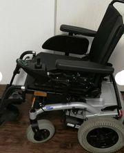 Rollstuhl - Elektrorollstuhl mit Schwenkarm - Invacare