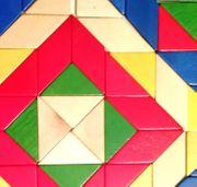Farbenprächtiges Holzlegespiel 80-teiliges Mosaik von