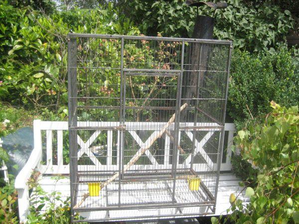 großer Papageien Käfig