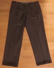 4 hochwertige Stoff-Hosen in Größe