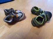 Kinder Sandalen zu oder halb