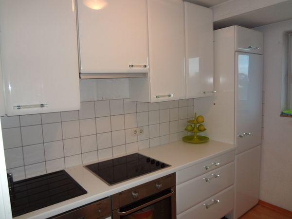 Nobilia Küche hochglanzweiß mit Acrylgriffen und ...