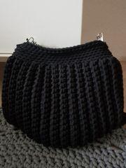 Eine elegante Abendtasche in schwarz