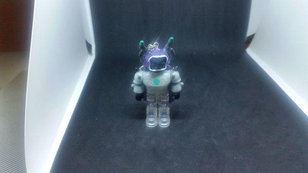 Schlüsselanhänger Roboter lila