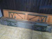 Zwei Bierzelt Garnituren
