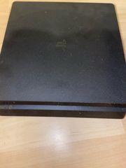 Playstation 4 mit Controller und