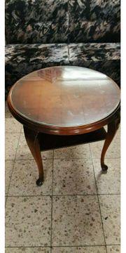 Schöner alter runder Tisch mit