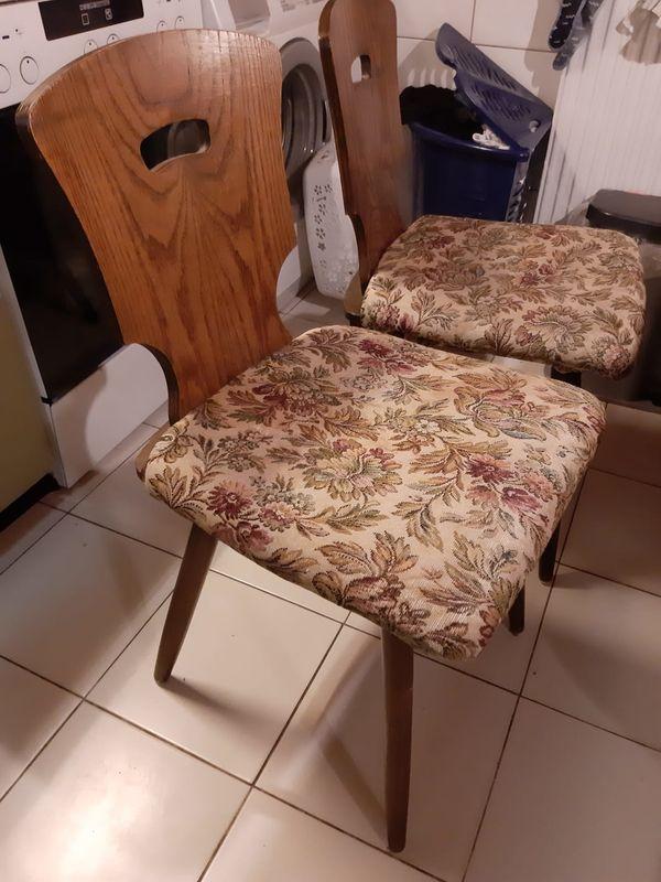 Zwei Küchenstühle