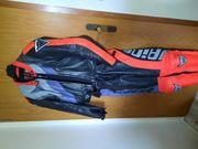 Motorradkombi Helm Stiefel Handschuhe