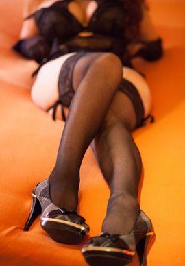 Nadine, erotisch verschmuste Lady sucht