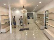 Ladeneinrichtung Regale Spiegel Holz Ladenbau