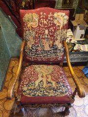 Antiker Stuhl mit Holz und