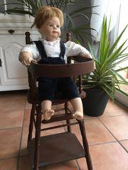 Puppe mit Holzhochsitz