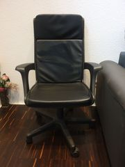 Bürostuhl mit Armlehne