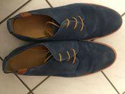 Schicke Herrenschuhe blau und schwarz