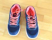 NEUE dunkelblaue Sneaker Größe 38