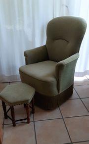 Antiker Sessel mit Fußhocker