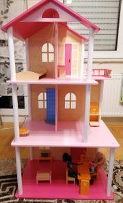 Wunderschönes großes Puppenhaus