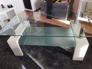 weißer Glastisch