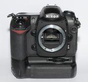 Nikon D200 Digitalkamera mit Batteriegriff