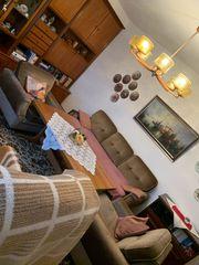 Wohnwand Tisch Couch Stuhl Teppich