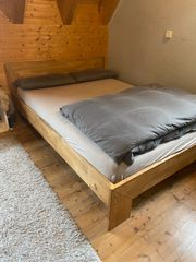 1 40 m Eiche-Massivholz-Bett mit