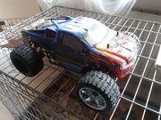 Ferngesteuerter Allrad Truck mit viel